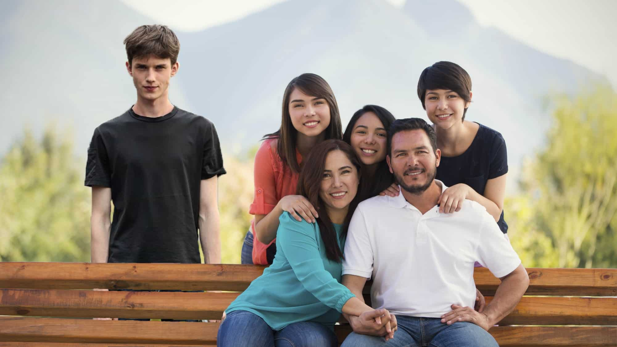 Daughter's New Boyfriend Ruins Annual Family Photo, Again